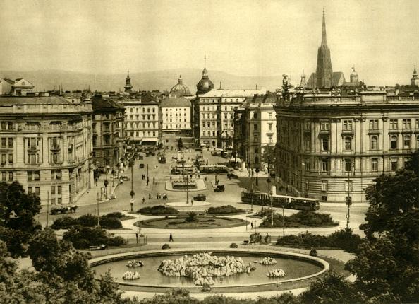 Cityscape「Schwarzenbergplatz」:写真・画像(3)[壁紙.com]