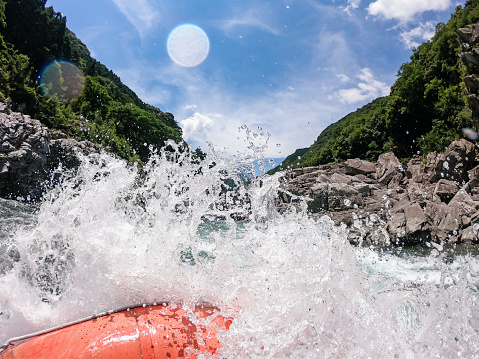 Aquatic Sport「Personal point of view of a white water river rafting excursion」:スマホ壁紙(18)