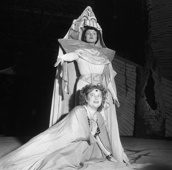 Covent Garden「Ljuba Welitsch And Constance Shacklock」:写真・画像(4)[壁紙.com]