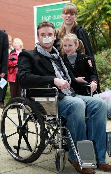 Christopher Furlong「Russell Watson Leaves Hospital After Neurosurgery」:写真・画像(15)[壁紙.com]
