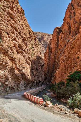 Atlas Mountains「narrow road through Gorge de Dades」:スマホ壁紙(16)