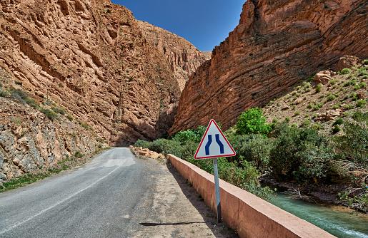 Atlas Mountains「narrow road through Gorge de Dades」:スマホ壁紙(15)