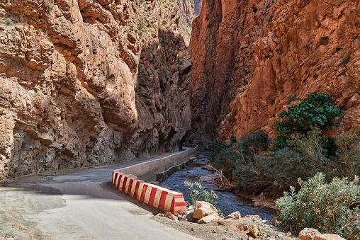 Atlas Mountains「narrow road through Gorge de Dades」:スマホ壁紙(17)