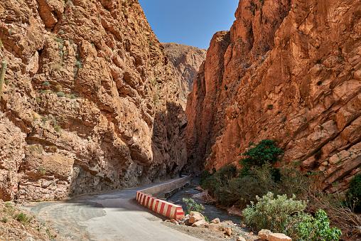 Atlas Mountains「narrow road through Gorge de Dades」:スマホ壁紙(19)