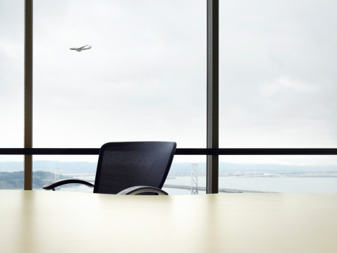 Commercial Airplane「Empty desk, commercial plane flying in background (Digital Composite)」:スマホ壁紙(14)