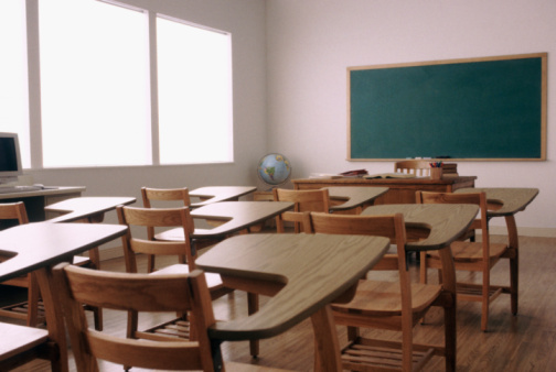 California「Empty desk in elementary school classroom」:スマホ壁紙(11)