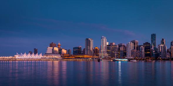 Vancouver - Canada「Vancouver city skyline after sunset.」:スマホ壁紙(8)