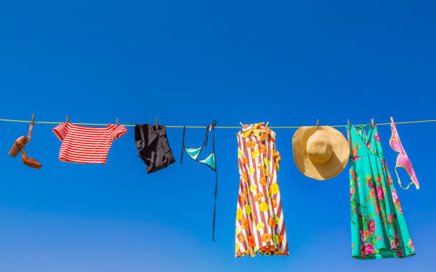 Laundry hanging on a washing line:スマホ壁紙(壁紙.com)