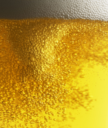 Beer「Beer with bubbles and foam」:スマホ壁紙(12)