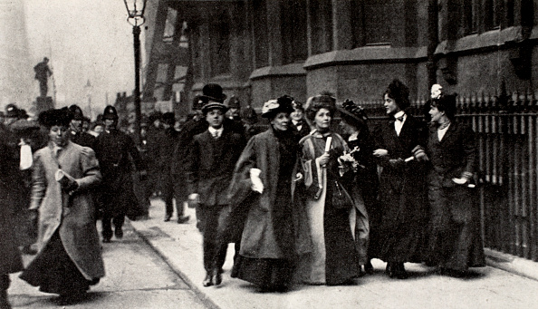 Edwardian Style「Emmeline Pankhurst British Suffragette Leader Carrying A Petition London 13 February 1908」:写真・画像(11)[壁紙.com]