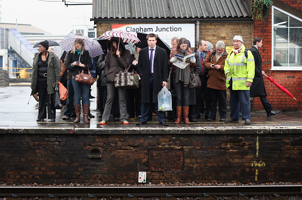 Clapham Junction「Commuter Trains Are Carrying 40 Per Cent Above Their Passeneger Capacity」:写真・画像(17)[壁紙.com]