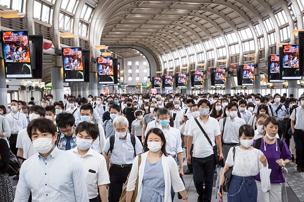 Topix「Japan Eases Lockdown As Coronavirus Cases Continue To Rise」:写真・画像(2)[壁紙.com]