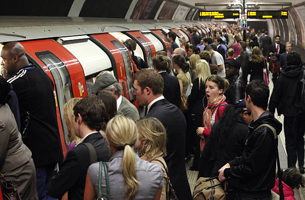 Commuter Chaos As RMT Workers Bring London Underground To A Standstill:ニュース(壁紙.com)