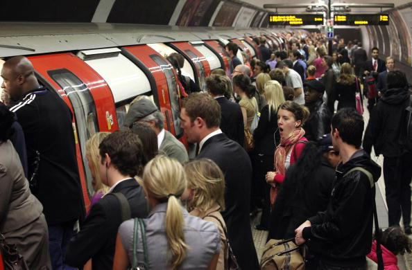 Waiting「Commuter Chaos As RMT Workers Bring London Underground To A Standstill」:写真・画像(11)[壁紙.com]