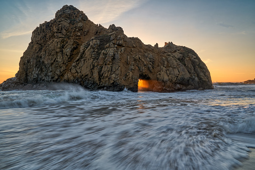 Pfeiffer Beach「High Tide and Keyhole Arch」:スマホ壁紙(4)