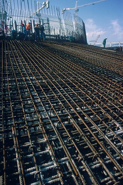 静物「Dense reinforcement installed in dry dock for foot' of bridge piers on the Rion-Antirion bridge Greece, later floated out.」:写真・画像(1)[壁紙.com]
