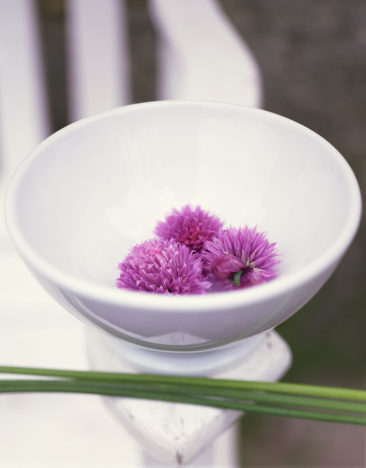 Natural Condition「Chive flowers in bowl」:スマホ壁紙(11)