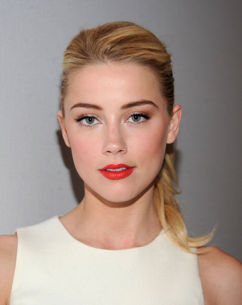 Amber Heard「Michael Kors - Backstage - Fall 2012 Mercedes-Benz Fashion Week」:写真・画像(6)[壁紙.com]