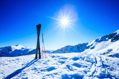 Ski Resort「Skis on top of slope against sun」:スマホ壁紙(8)