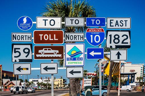 Southern USA「Multiple Road signs, Gulf Shores, Alabama, USA」:スマホ壁紙(10)