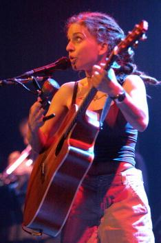 Effort「Singer Ani DiFranco live in Las Vegas」:写真・画像(12)[壁紙.com]