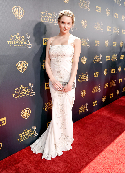 Hunter King「The 42nd Annual Daytime Emmy Awards - Red Carpet」:写真・画像(16)[壁紙.com]