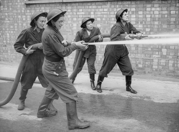 Volunteer「Firewomen And Hose」:写真・画像(13)[壁紙.com]
