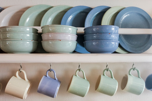Mykonos「Blue and green plates, bowls and coffee cups on shelf」:スマホ壁紙(11)