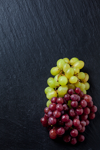 Grape「Blue and green grapes on black slate slab」:スマホ壁紙(10)