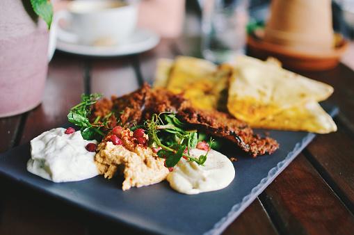 Middle Eastern Food「Mediterranean mezze with flat bread, hummus, tzatziki, taramasalata and fried eggplant」:スマホ壁紙(13)