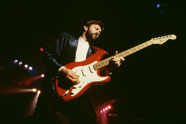 爪弾く「Eric Clapton」:写真・画像(2)[壁紙.com]