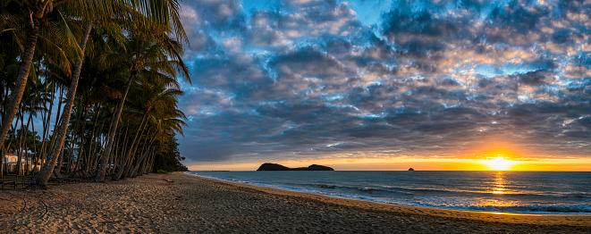 Frond「Sunrise Panoramic At Palm Cove, Queensland, Australia」:スマホ壁紙(3)