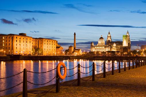 Liverpool - England「Albert Dock and Liverpool Skyline」:スマホ壁紙(15)