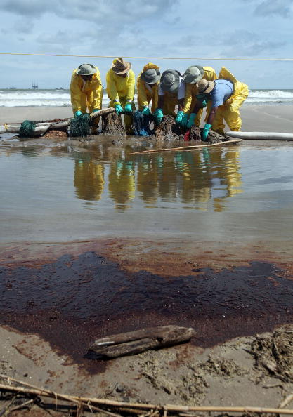 Deepwater Horizon「Gulf Coast Battles Continued Spread Of Oil In Its Waters And Coastline」:写真・画像(6)[壁紙.com]