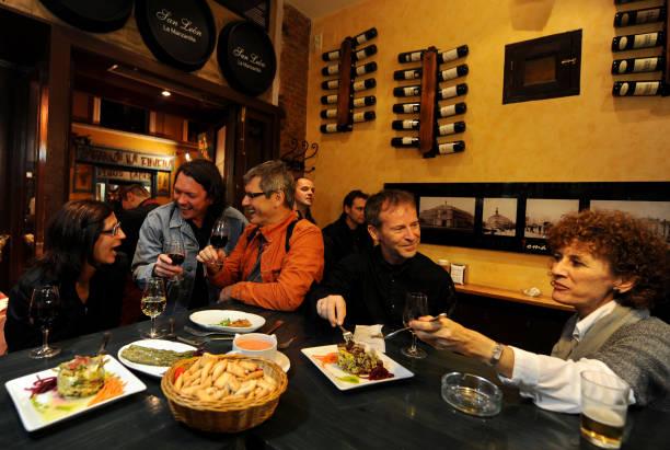 Spaniards Fall Back On Tapas Bars In Harder Times:ニュース(壁紙.com)