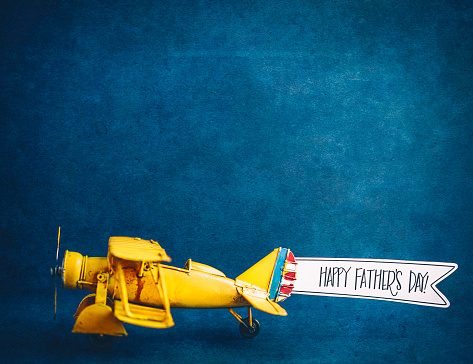 Father's Day「Happy Father's Day! Vintage airplane with handmade banner」:スマホ壁紙(2)