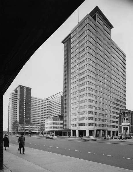 Office Building Exterior「Croydon Offices」:写真・画像(2)[壁紙.com]