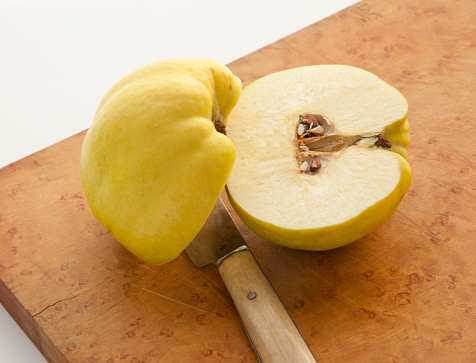 Quince「Quince cut in half on cutting board」:スマホ壁紙(11)
