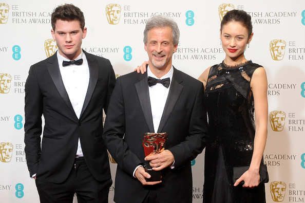 Jeremy Irvine「EE British Academy Film Awards - Press Room」:写真・画像(17)[壁紙.com]