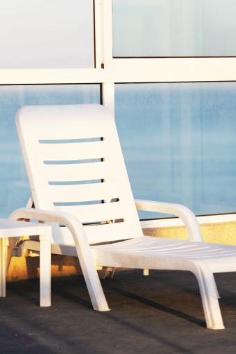 Outdoor Chair「single white plastic sunbed」:スマホ壁紙(0)
