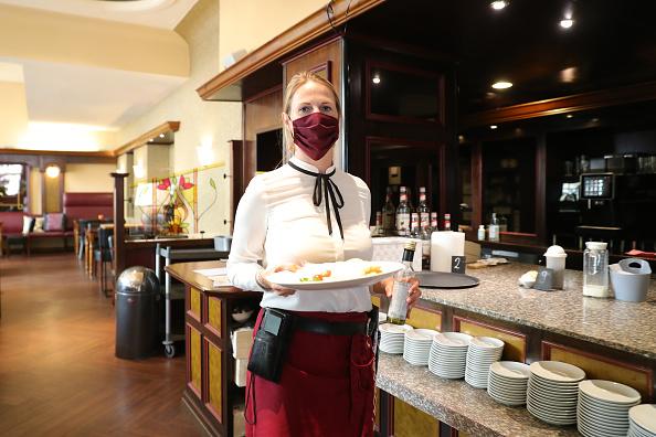 Restaurant「Restaurants And Cafes Begin To Reopen During The Coronavirus Crisis」:写真・画像(15)[壁紙.com]