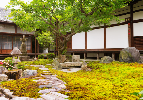 Japanese Garden「Formal rock and moss garden at Japanese Buddhist temple」:スマホ壁紙(19)