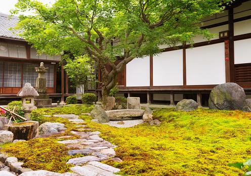 Japanese Rock Garden「Formal rock and moss garden at Japanese Buddhist temple」:スマホ壁紙(18)