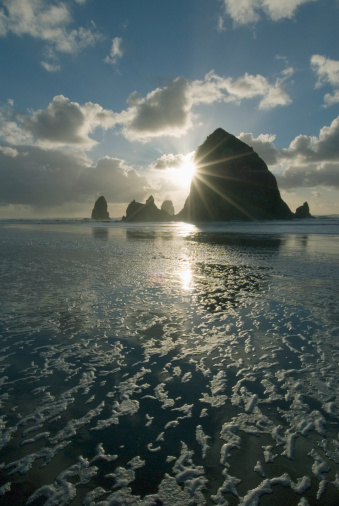 Cannon Beach「USA, Oregon, Cannon Beach and Haystack Rock at sunset」:スマホ壁紙(4)
