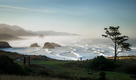 Cannon Beach「USA, Oregon, Cannon Beach at sunrise」:スマホ壁紙(10)