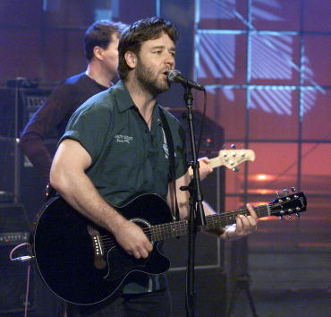 楽器「Russell Crowe on The Tonight Show」:写真・画像(9)[壁紙.com]