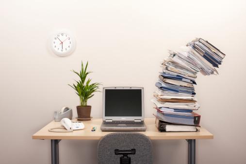Imbalance「large piles of folders about to fall」:スマホ壁紙(18)