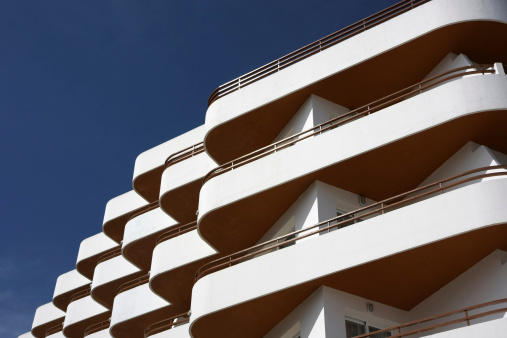 Softness「white and orange hotel facade with balconies」:スマホ壁紙(16)