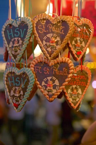 Gingerbread Cookie「Germany, Hamburg, Hamburger Dom, Gingerbread hearts」:スマホ壁紙(15)