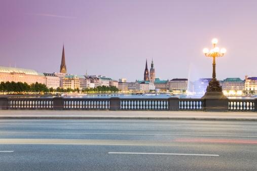 Dividing Line - Road Marking「Germany, Hamburg, View from Lombardobruecke to Alster」:スマホ壁紙(5)